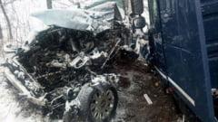 IMAGINI: Nu a mai ramas nimic dintr-un Audi dupa impactul cu o autocisterna (UPDATE)
