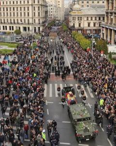 IMAGINI IMPRESIONANTE Romania se desparte, astazi, de ultimul sau rege. Ramas bun, Majestate!
