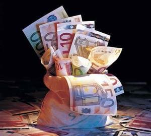 ING: Guvernul ar putea fi fortat sa taie cheltuielile pentru a plati salariile si pensiile