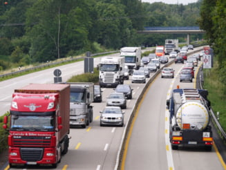 INS: Lungimea autostrazilor a crescut,in 2020 cu 54 kilometri, iar liniile de cale ferata electrificate reprezentau peste 37% din lungimea retelei GRAFICE