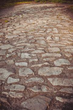 INS: Romania are doar 866 km de autostrada. 31% din drumuri sunt pietruite