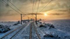 Iarna in plina primavara: Trenurile au intarzieri de pana la 20 de ore din cauza viscolului si a frigului