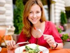 Idei de salate nutritive si racoroase, de vara (Galerie foto)