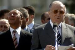 Iliescu - Basescu, razboiul presedintilor care au ratat istoria (Opinii)