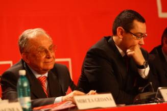 Iliescu: Basescu face manevre meschine, nu el decide prim-ministrii