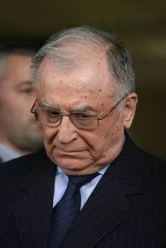 Iliescu, atac dur la Antonescu: Este istoric si habar n-are de industrie (Video)