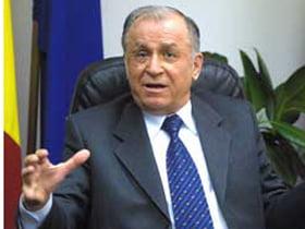Iliescu, despre Basescu: Om neinformat si incult, mentalitate a la Ceausescu