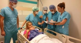 Imagini EMOEsIONANTE de la spital, acolo unde micutul Alex primeste o noua SANSA la o viata normala. Cum a decurs prima operatie din Turcia