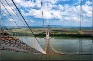 Imagini amețioare din vârful podului suspendat de la Brăila. Români și japonezi muncesc alături la temperaturi extreme VIDEO