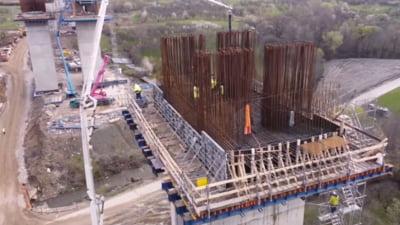 Imagini ametitoare pe traseul viitoarei autostrazi spre Valea Oltului. Viaductul suspendat la 30 de metri deasupra solului VIDEO