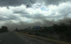 Imagini apocaliptice pe o sosea din Mehedinti. Un nor de praf a acoperit localitatea Halanga