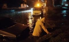 Imagini copleșitoare ale inundațiilor din Odessa: copaci doborâți, drumuri sub ape, rețele de transport perturbate VIDEO