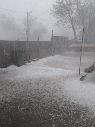 Imagini cu grindina cat nuca si furtuna cu aspect de tornada din zonele aflate sub cod rosu (Foto&Video)
