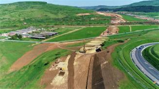 Imagini cu lucrarile la cei 42 de km din Autostrada Transilvaniei ce leaga judetele Cluj si Salaj. Exista toate premisele sa fie gata in 2023 VIDEO