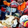 Imagini emotionante cu o fetita de trei ani, salvata la 65 de ore dupa seismul din Turcia. Bilantul victimelor a urcat la 83