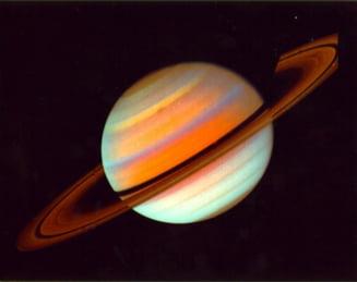 Imagini filmate cu aurora de pe Saturn (Video)