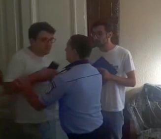 Imagini incredibile: Un politist local agreseaza un deputat si echipa #Fara penali. S-a ales cu plangere penala (Video)