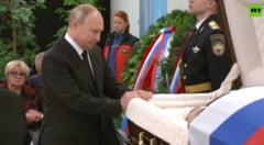 Imagini rare cu Vladimir Putin. Președintele rus, îndurerat la căpătâiul fostului său bodyguard VIDEO