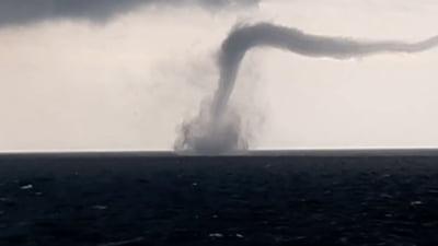 Imagini spectaculoase cu o tornada in Marea Neagra. Saptamana cu manifestari meteo extreme in Romania VIDEO