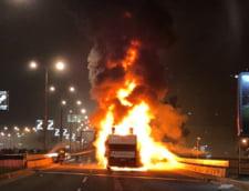 Imagini teribile de la sarbatoarea facuta de Steaua Rosie Belgrad pentru titlu. Autocarul descoperit in care jucatorii petreceau a luat foc (Video)