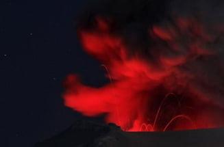 Imagini uimitoare: Aurora Boreala si eruptia vulcanului din Islanda (Galerie Foto)