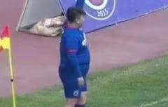 Imagini unice in fotbal: jucatorul de 126 de kilograme care nu poate lipsi din echipa. Care e motivul VIDEO