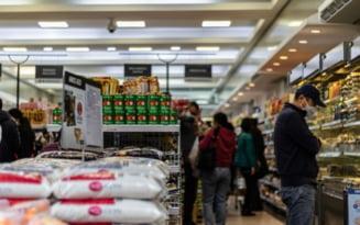 """Imaginile saraciei: Metoda prin care supermarketurile vor sa-i descurajeze pe hotii de conserve. """"De cand am gasit solutia asta se fura mai putin"""" FOTO"""