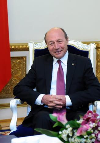 Imbratisarea de anaconda a lui Basescu (Opinii)