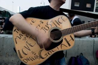 Imnul protestatarilor din Hong Kong, o balada rock din anii '90 (Video)