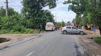 Impact violent intre doua autoturisme, la iesire din Corabia spre Orlea. Patru persoane ranite