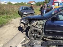 Impact violent intre un BMW si un Renault Clio