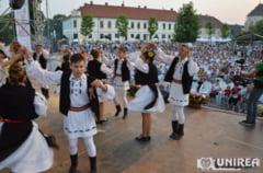 """In 14-15 august, """"Cantec de suflet"""": Artisti consacrati si tineri interpreti de muzica populara vin la cel mai mare festival de folclor din Alba Iulia. PROGRAMUL"""