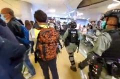 In Hong Kong continua protestele pro-democratie: Politia antirevolta a intervenit in forta (Video)
