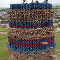 """In Irlanda de Nord sunt pregatite turnurile din lemn pentru """"focurile de noapte"""", o traditie veche de peste 300 de ani VIDEO"""