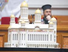 In Romania se construiesc biserici si in curtea scolii