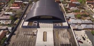 In Sala Polivalenta din Alexandria, abia modernizata cu 20 de milioane de lei, curge apa din tavan