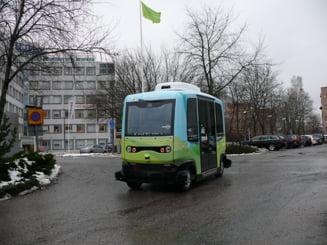 Microbuz fără șofer, pe șoselele din Stockholm