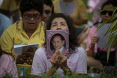 In Thailanda s-au epuizat hainele negre, din cauza doliului national de un an