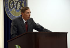 In cautarea unui secretar de Stat, Trump l-a primit pe Petraeus, fostul sef condamnat al CIA