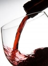 In ce fel te apara vinul rosu de obezitate