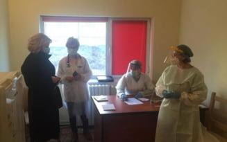In centrele de vaccinare din Buzau au venit mai multe persoane fata de cele programate prin platforma online FOTO