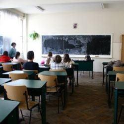 """In clasa I, la 21 de ani, prin programul """"A doua sansa"""" (Video)"""
