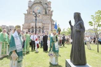 In curtea catedralei din Baia Mare a fost dezvelita statuia Arhiepiscopului Justinian