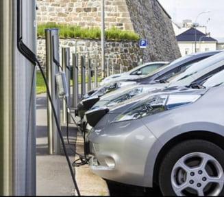 In doua luni, in centrul orasului vor functiona 3 statii pentru masinile electrice