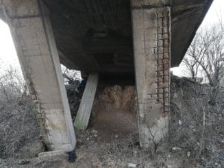 In loc sa repare un pod, autoritatile lasa sute de bucuresteni sa traiasca izolati, de aproape un an