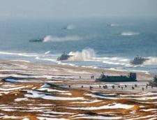 In martie, Agentia de stiri centrala din Coreea de Nord a publicat o imagine care arata cum mai multe trupe sunt debarcate din nave pe perne de aer