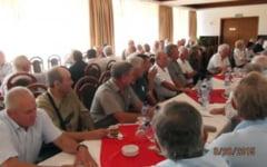 In organizarea PSD si TSD Petrosani, Veteranii ceferisti din Valea Jiului s-au simtit bine la un pahar de vorba