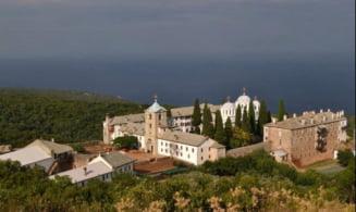In vreme de pandemie, Iohannis a promulgat legea care acorda aproape un milion de euro unui schit de pe Muntele Athos. Pledoariile din Parlament