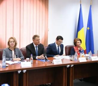 In ziua in care procurorii ii cer sa participe la sedinta cruciala a CSM, Iohannis isi lanseaza cartea la Ploiesti