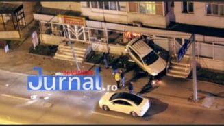 Inainte sa se opreasca in vitrina, masina condusa de baiatul de 16 ani a fost URMARITA de politie